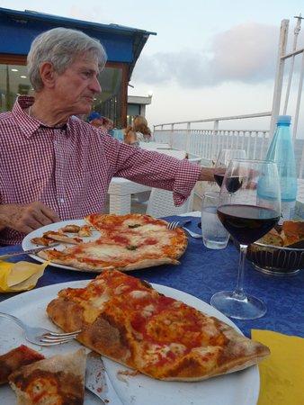Al Gabbiano : Pizza and Calzone