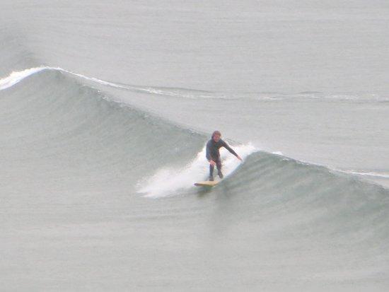 Cape Ann Motor Inn: high surf on 4th of July