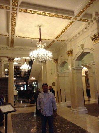 The Shelbourne Dublin, A Renaissance Hotel: Entry lights