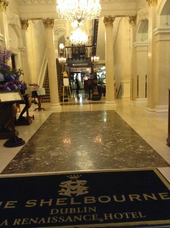 The Shelbourne Dublin, A Renaissance Hotel: Entry from  Front doors