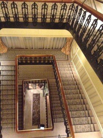 The Shelbourne Dublin, A Renaissance Hotel : Stair case