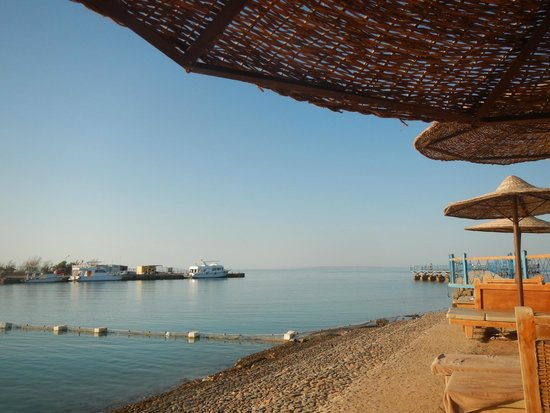 Lilly Land Beach Club Hotel : spiaggia prima del pontile
