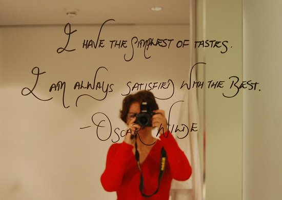 ME London Hotel: Vejam o texto no espelho do banheiro