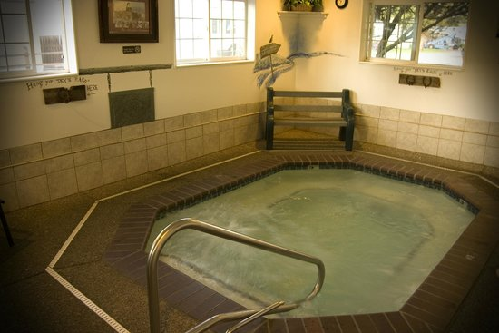 Mtn. View RV Park: Ease your weary bones in our spa