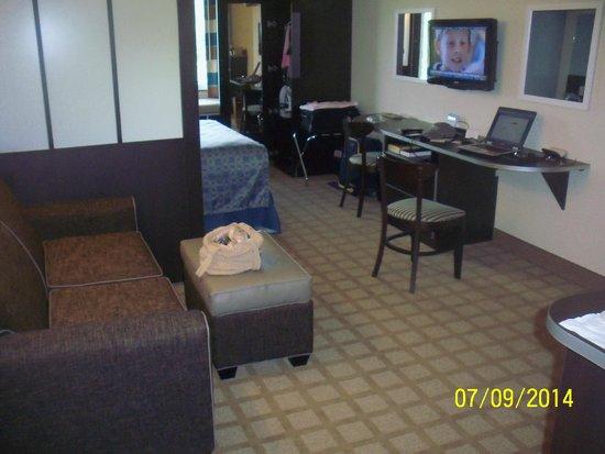 Microtel Inn & Suites by Wyndham Wilkes Barre: View of room from doorway