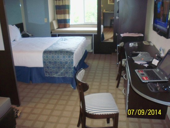 Microtel Inn & Suites by Wyndham Wilkes Barre: Queen Bed