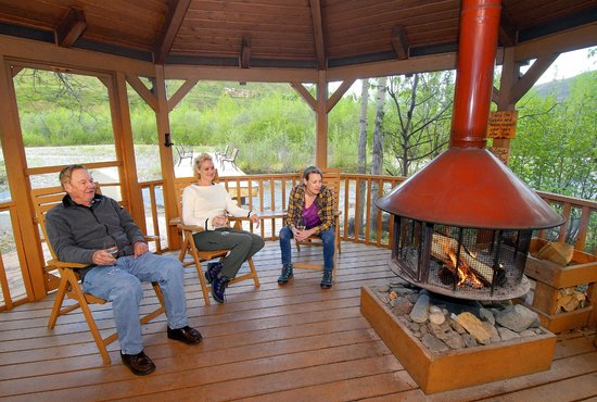 Denali Backcountry Lodge: Relax in our creekside gazebo