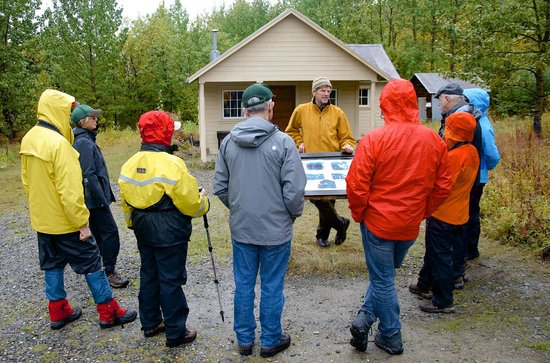 Denali Backcountry Lodge: Naturalist guided hikes, botany walk and demonstrations.