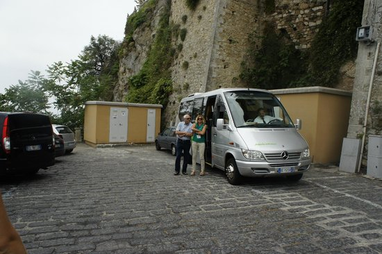 Sicily Travelnet Private Tours: my dad with Sarah studying italian gesticulation