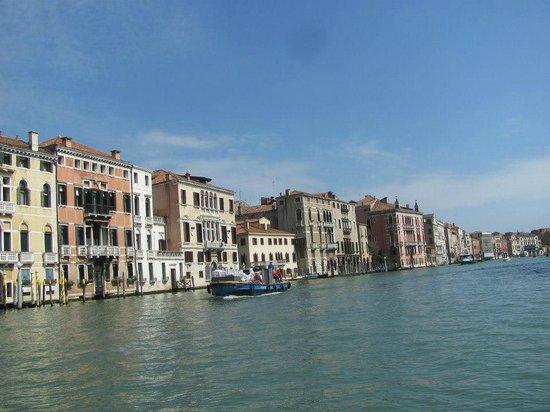 Canal Grande: Navegando por el canal...Rialto