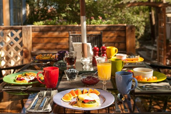 Bella Roma Bed and Breakfast: Patio seating for gourmet breakfast