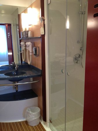 Novotel Suites Lille Europe hotel: douche