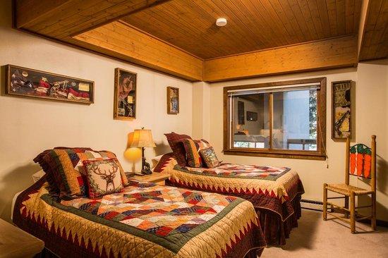 Dulany at the Gondola Condominiums : Bedroom