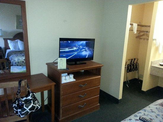Days Inn Alexandria South: TV