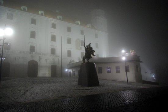 Bratislava Castle (Hrad): Inside square