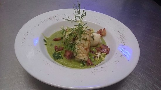 Nino's: Speciale casa: Calamari starter with peas and bacon