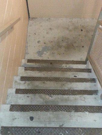 Days Inn Alexandria South : Stairway