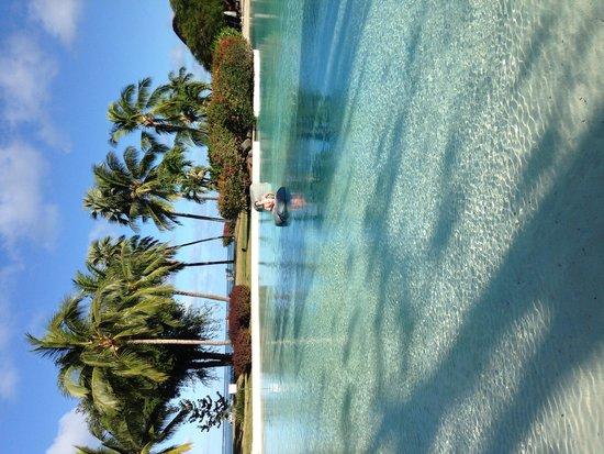 Le Meridien Tahiti : Piscine avec du sable au fond