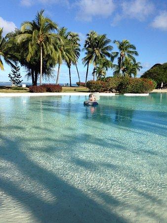 Le Meridien Tahiti: Piscine avec du sable au fond