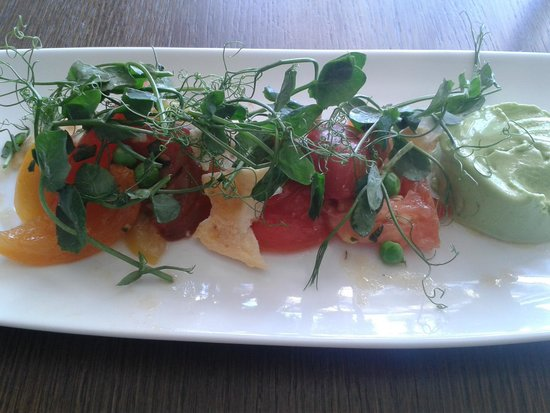 Boulters Riverside Brasserie & Terrace Bar: Yummy tomato and pea salad