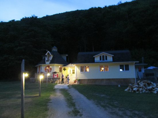 Big Intervale Fishing Lodge: Big Intervale Restaurant, at dusk!