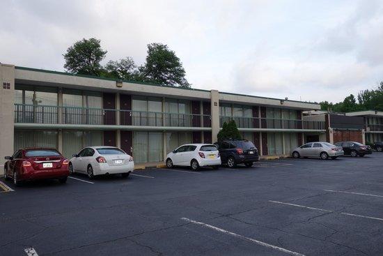 Ramada Wayne Fairfield Area : Acesso aos quartos do hotel.