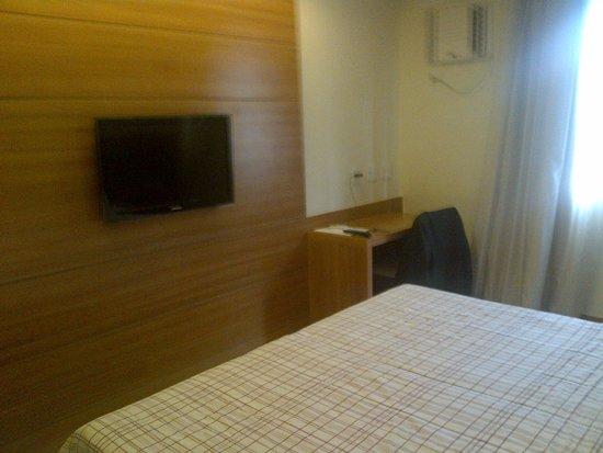 Hotel Granada: TV & AC