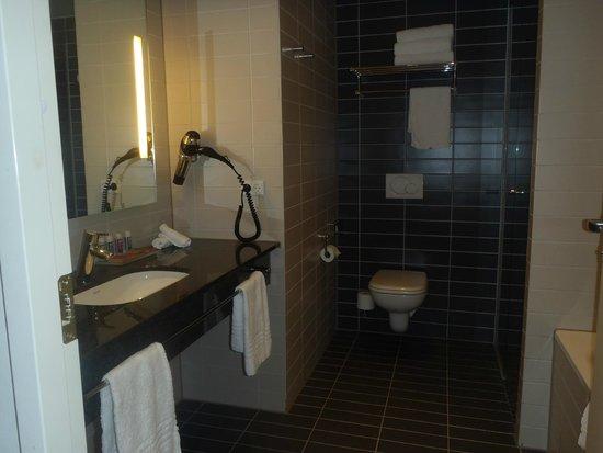 Crowne Plaza Copenhagen Towers: Executive room bathroom