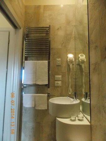 Relais Venezia: Bathroom