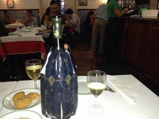 Restaurante Apeadeiro: Vino verde.  Cold. Very good.