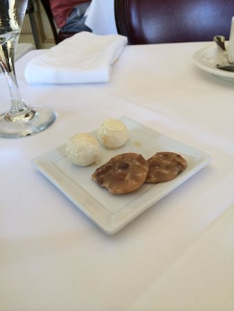 Restaurant August : White chocolate orang thyme truffles and pralines