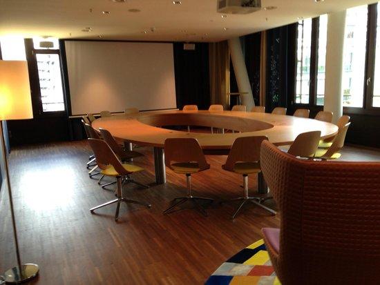 25hours Hotel Zurich West : Sala de Reuniões