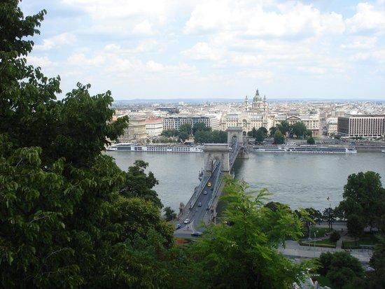 Kempinski Hotel Corvinus Budapest: Zicht op Donau en Kettingbrug