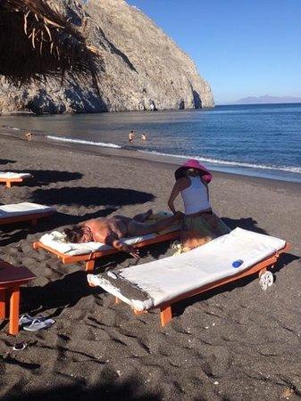 Perissa Beach: RELAXING