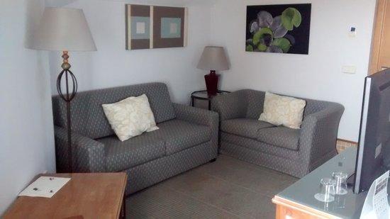 Melia Atlantico Isla Canela: salón junior suite