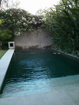 Uma Sapna : Private pool