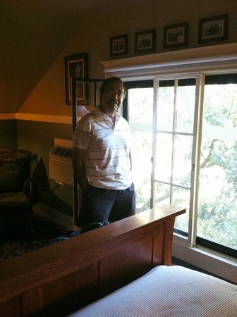 TouVelle House Bed & Breakfast: Crater Lake Room feels like it is in the tree top