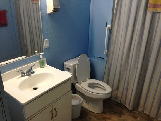 Base Camp Anchorage : Bathroom