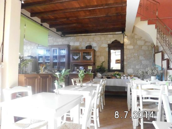 Katalagari Country Suites: the breakfast room
