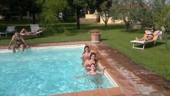 Agriturismo La Loccaia: relax in piscina