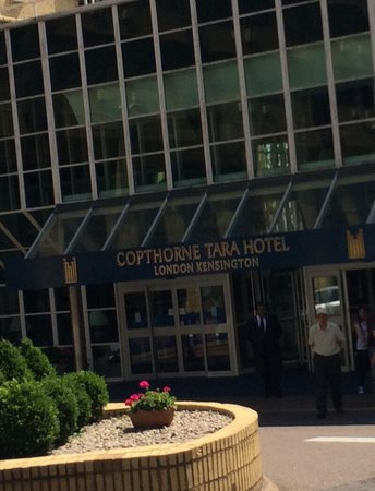 Copthorne Tara Hotel London Kensington: Front of hotel