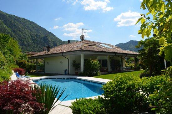 Idro, Italia: La piscina del B&B La Casa