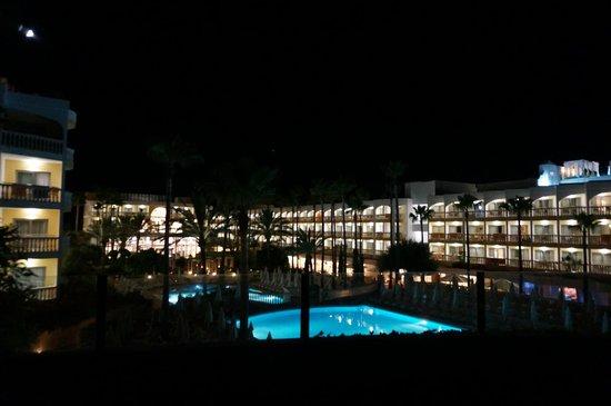 IBEROSTAR Albufera Playa: view at night