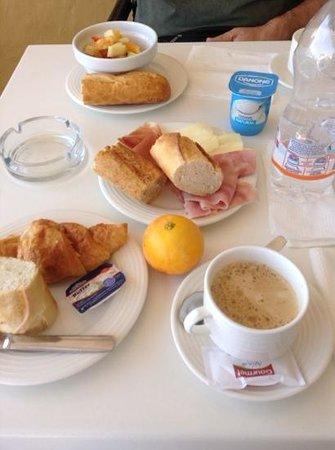 Las Arenas Hostal: vista sulla colazione :-)