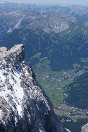 Zugspitze : Looking down!