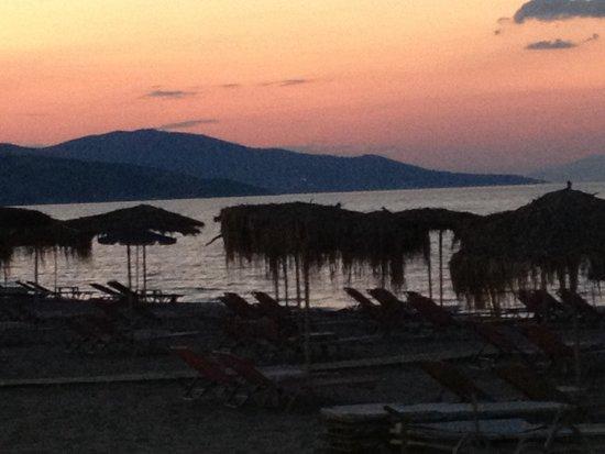 Paporo Beach Restaurant & Bar: Sunset from Paporo