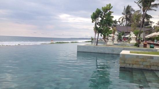 The Seminyak Beach Resort & Spa: infinity pool