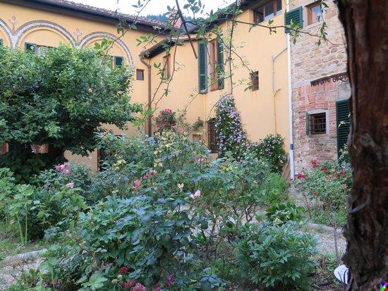 Pensione Bencista: The beautiful garden