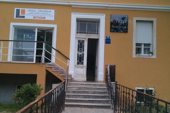 The Hostel : Вход