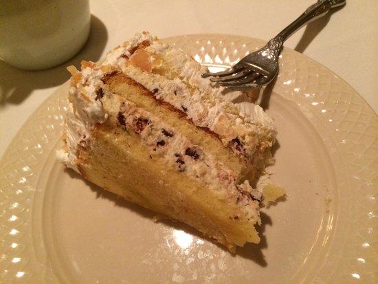 Patsy's Italian Restaurant : Cannoli Cake